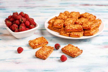sweet-delicious-raspberry-jam-cookies-with-ripe-raspberries-top-view